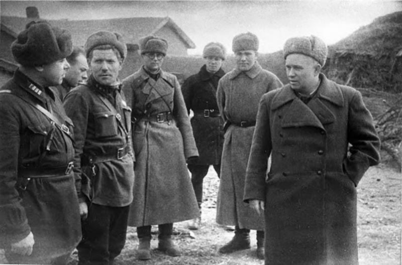 Почему Хрущев отрицательно относился к погонам
