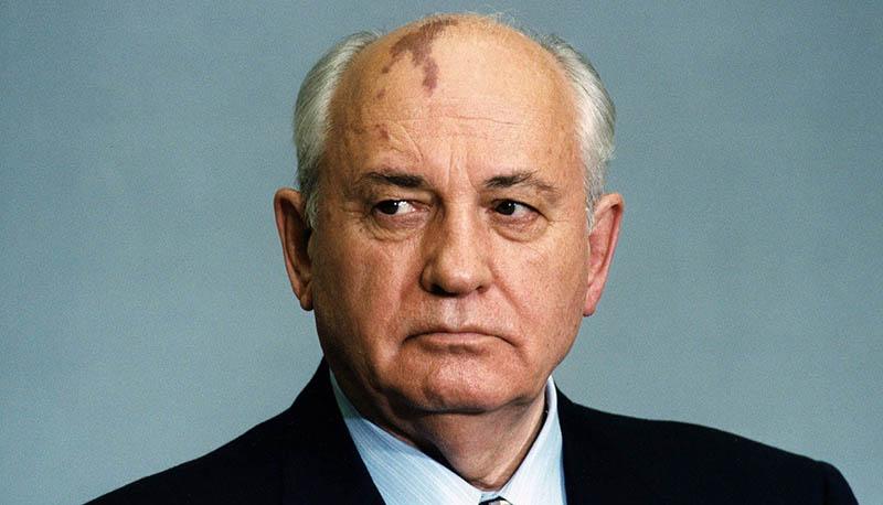 Какие сведения о себе Михаил Горбачев неверно указывал в анкетах