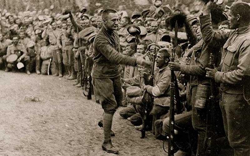 Считается, что чехословаки смогли присвоить себе 63 миллиона рублей из российского запаса.