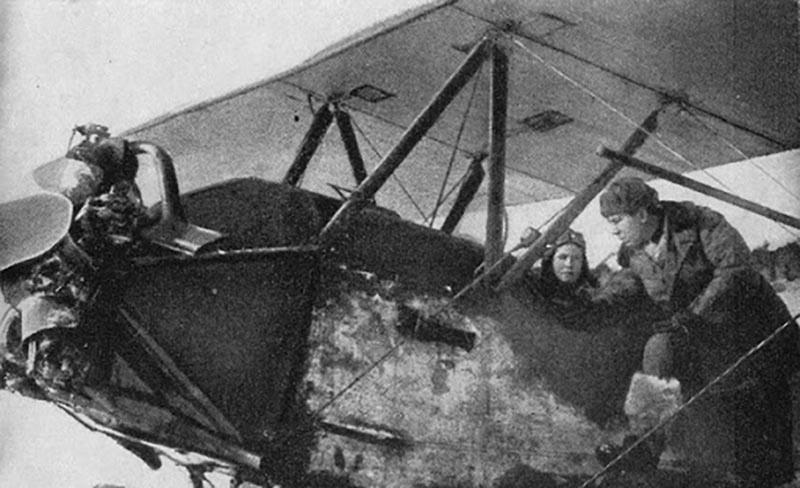 После ВОВ Аркадий поступил в авиационную академию