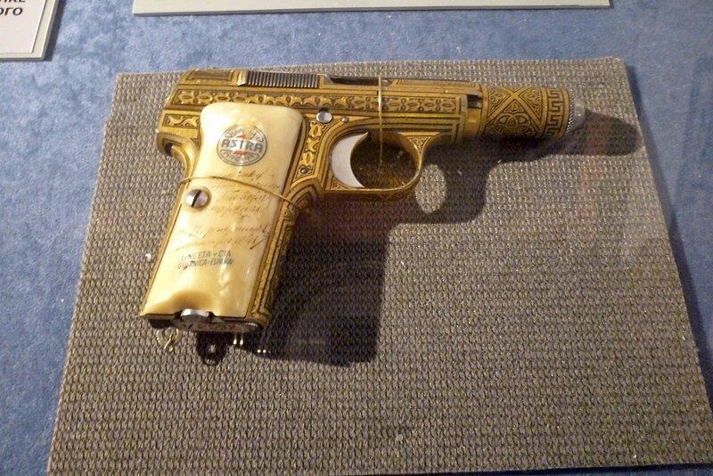 Револьвер подарок Брежневу