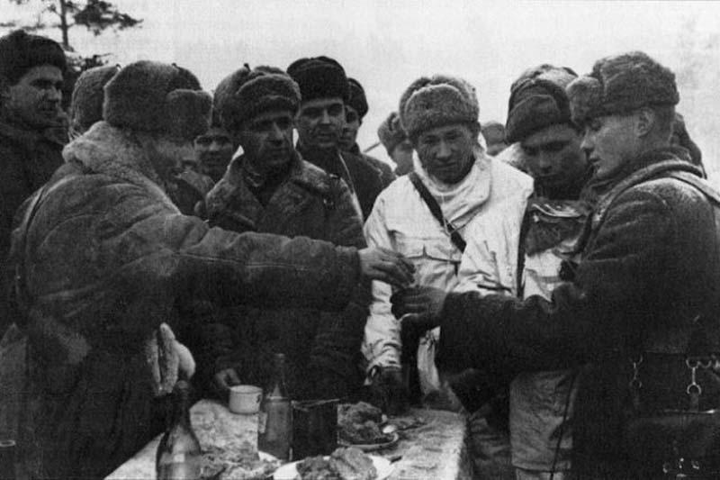 Наливать по 100 граммов начали еще во времена Финской войны.