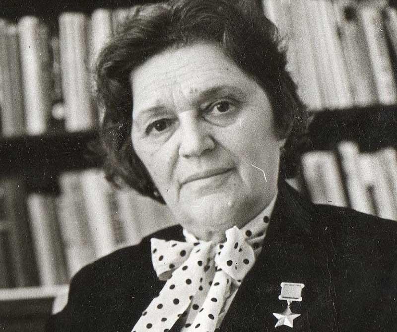 Подвиг Елены Мазаник не был забыт, ее наградили званием Героя Советского Союза
