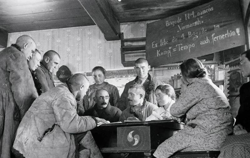 Сталин подписал специальный приказ «О выселении немцев, живущих в Поволжье».