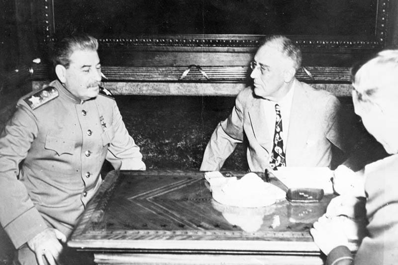 Иосиф Сталин также любил играть в бильярд, отличался азартностью, был настоящим спецом в этом дел