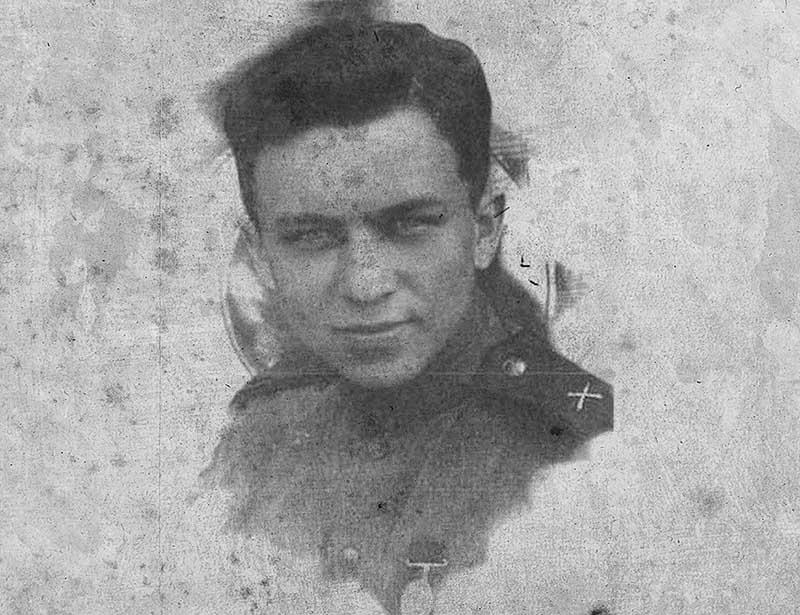 В 1940 году Конона призвали на службу в Красную Армию