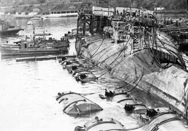 Однажды корабль прибыл в порт, а спустя небольшое время его носовая часть была взорвана