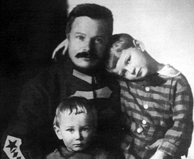 Проблемы в семье и смерть Фрунзе