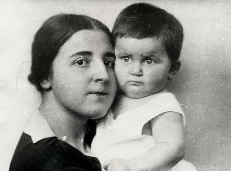 В 1921 году в семье появился наследник Василий Сталин