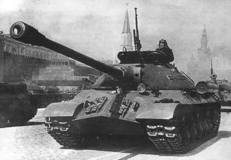 «ИС-3» имеет пулемет, к которому идет 756 или 250 патронов.