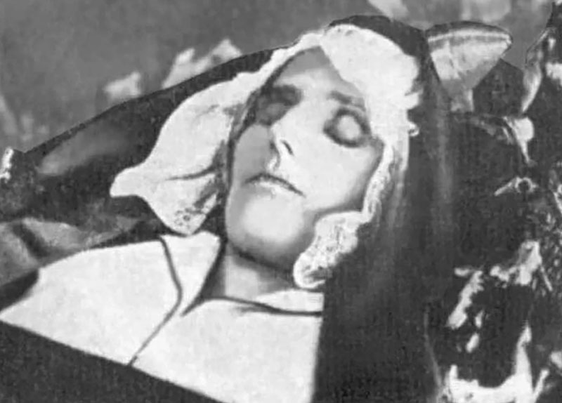 в 1926 году Лариса ушла из жизни