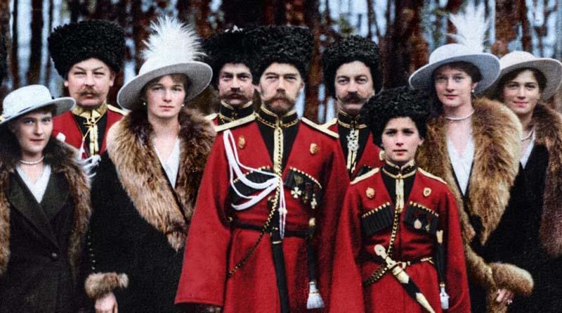 Николай Второй с женой и детьми