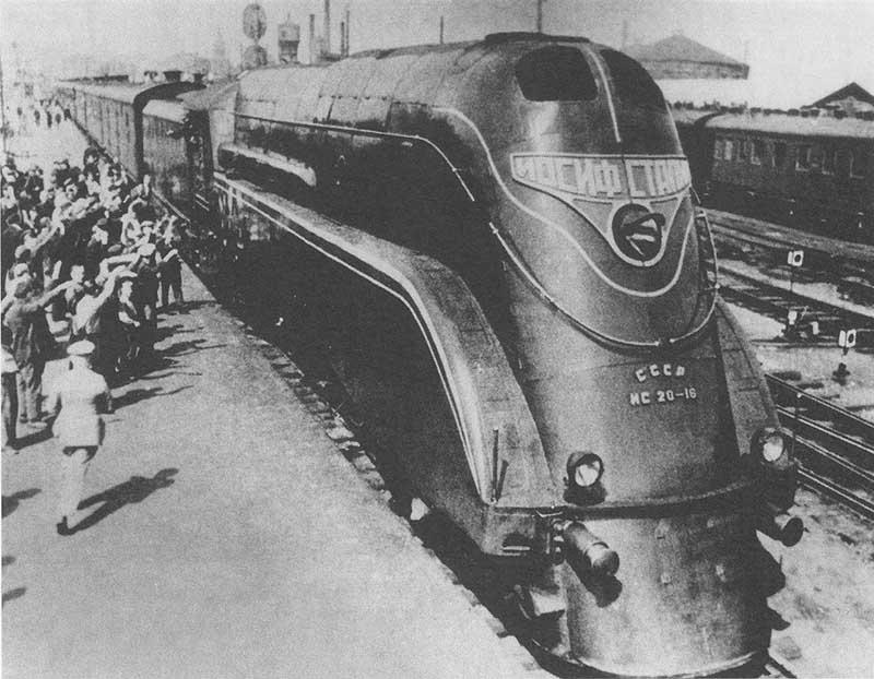 Боязнь летать на самолетах у Сталина была вызвана тем, что в 20-30-е годы были авиакатастрофы, в которых погибли партийные деятели.