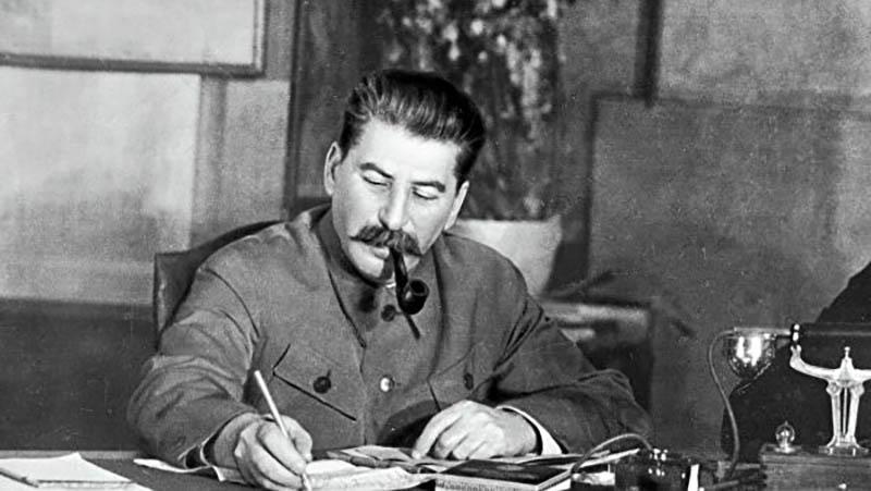 Настоящая фамилия Иосифа Сталина — Джугашвили