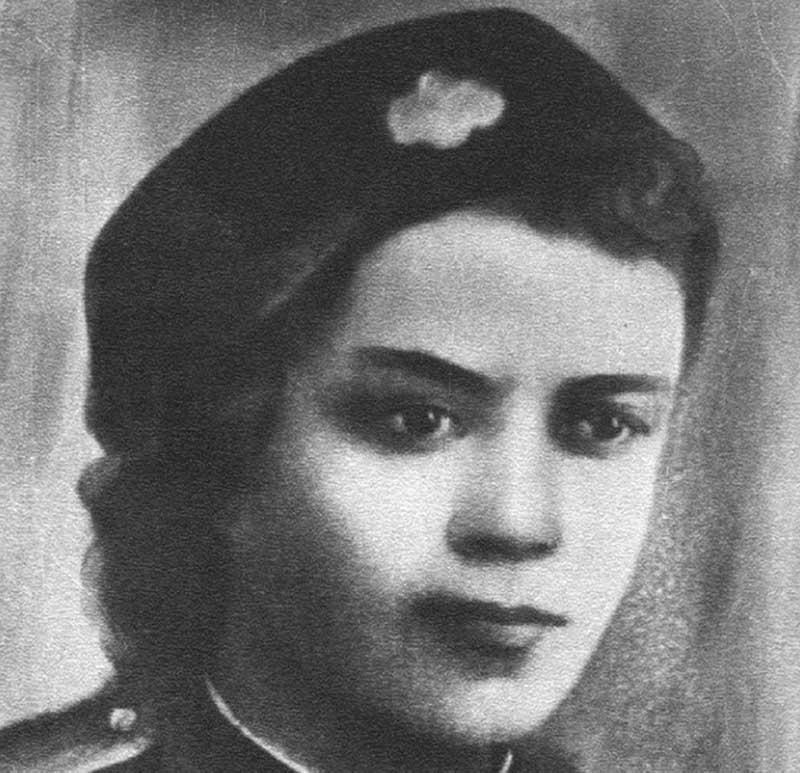 Анеля Кживонь