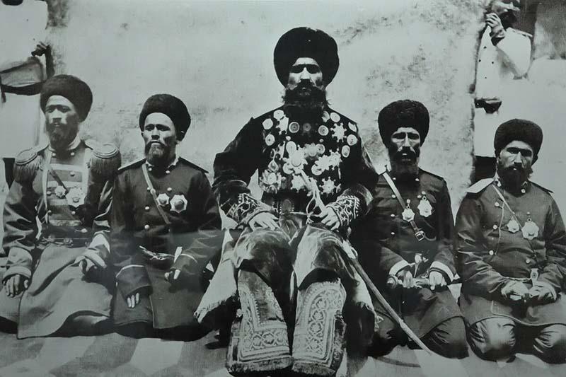 армию Ибрагима-бека уничтожил спецотряд ОГПУ под руководством Мукума Султанова.