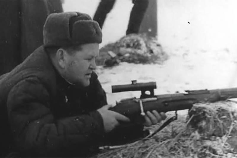 Василий Зайцев в первое время войны проходил службу на Тихоокеанском флоте, был главной старшиной