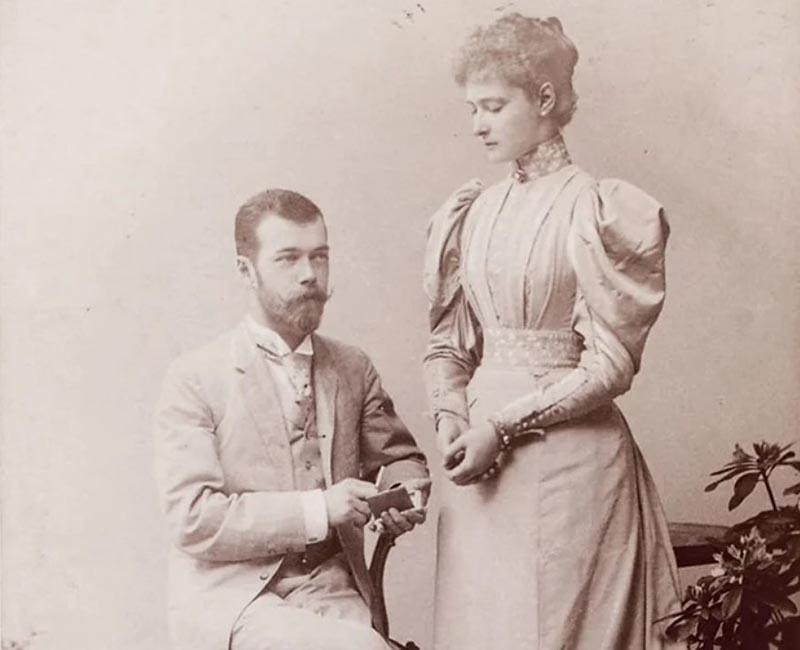Но Николай был очень влюблен в Алису.