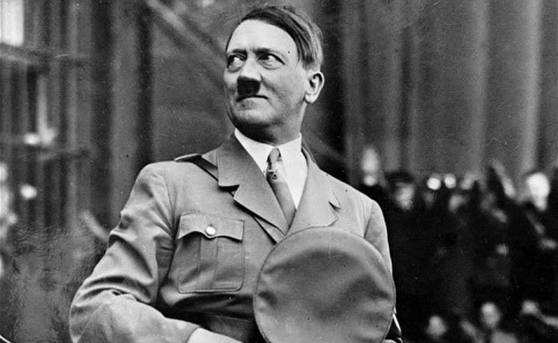 Когда Адольф Гитлер занял пост главы на то время Веймарской республики, он отказался от получения заработной платы