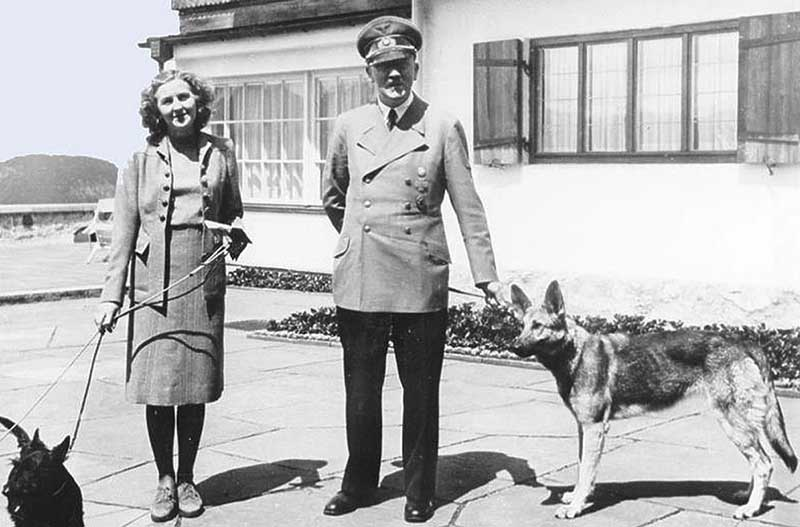 Ева Браун с Адольфом Гитлером