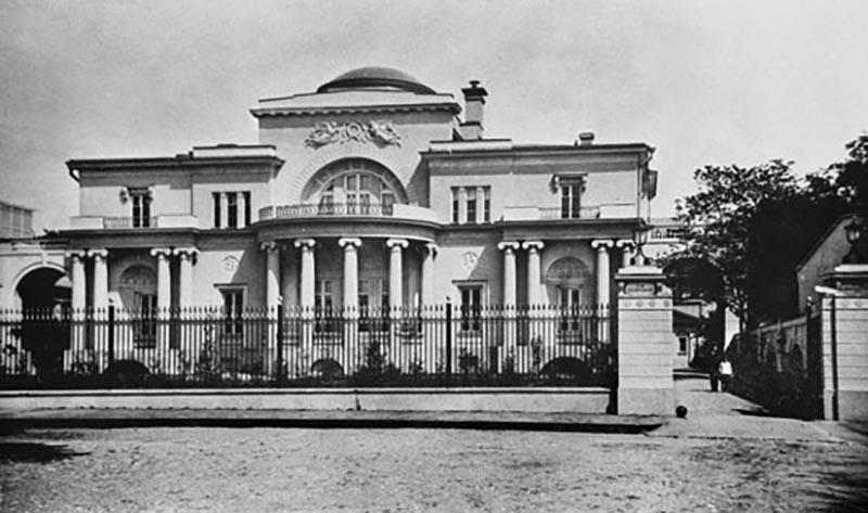 В 1914 году в Москве был построен шикарный дом Второва в стиле неоампир
