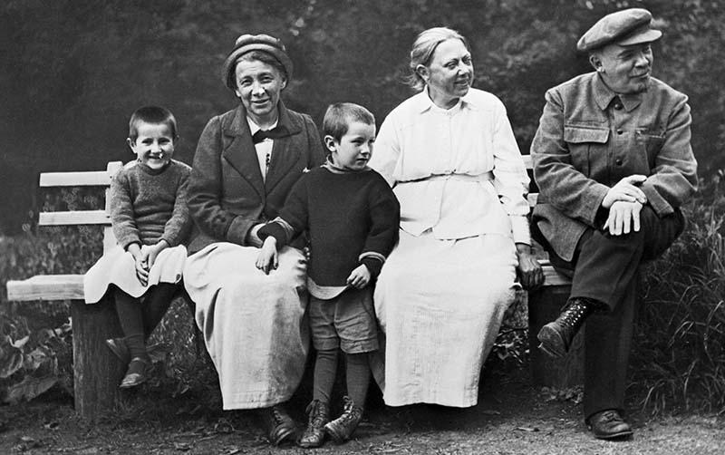 Ульяновой не удалось самой родить детей, она усыновила приемного сына Георгия.