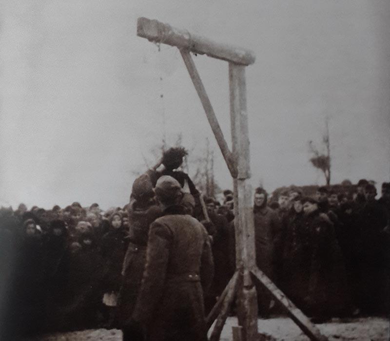 Ужасные фотографии казни Зои Космодемьянской