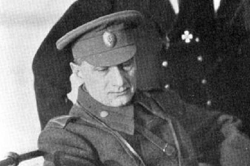 После Колчака отправил на побережье Ангары, где и произвели расстрел. Мертвое тело сбросили в прорубь.