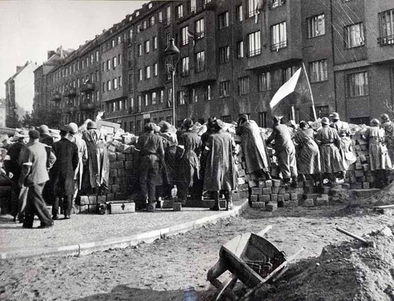 Когда Прага былаоккупирована, власовцы вдруг решили пойти против фашистов, с которыми так долго бок о бок воевали.