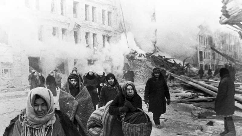 В сентябре 1941 года немцы заблокировали сухопутные пути, которые вели в Ленинград.