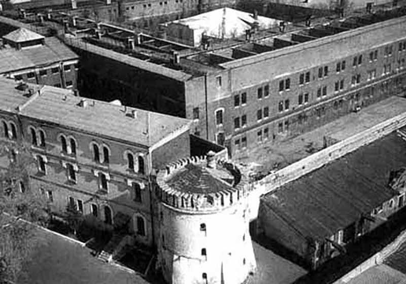 Сначала преступника Курдяева посадили в Бутырскую тюрьму, причем в одиночную камеру.