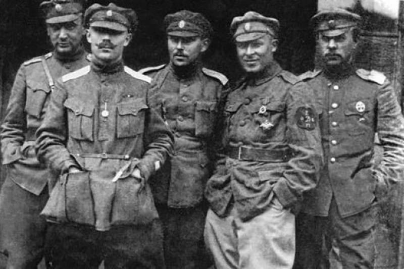 По сравнению с другими уголовно осужденными белогвардейцы строго следовали каким-то своим убеждениям, обладали хорошей грамотностью, отличались организованностью и желали стать лидерами в преступной сфере.