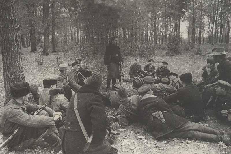 В годы ВОВ фашисты расклеивали на оккупированных территориях листовки, на которых предлагали неплохое вознаграждение за поимку «бандита Кати»