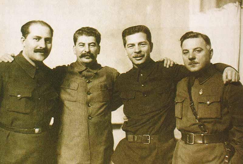 Изначально 23.02 дату праздновали образование войска красноармейцев