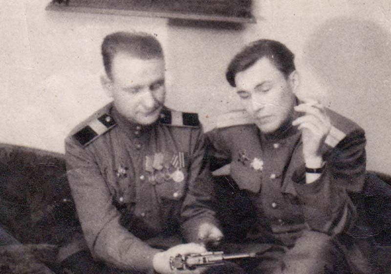 Советские власти всегда вели борьбу с «барахольством», но сами не забывали о том, чтобы поощрять солдат за счет врага