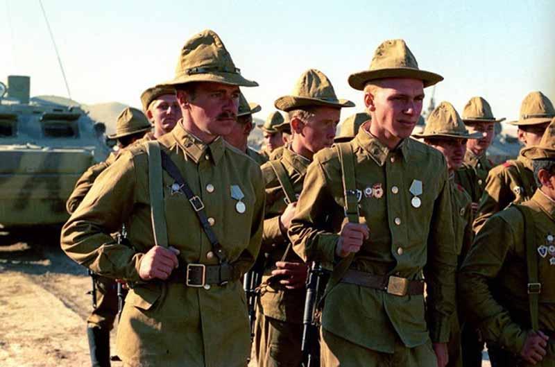 Спецподготовкой советских солдат начали заниматься через несколько месяцев после того, как ввели несколько войск в Афганистан.