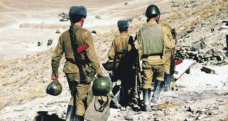 Первыми в Афганистан отправили кадрированные подразделения армии СССР, которые были усилены добровольцами из туркменских солдат.