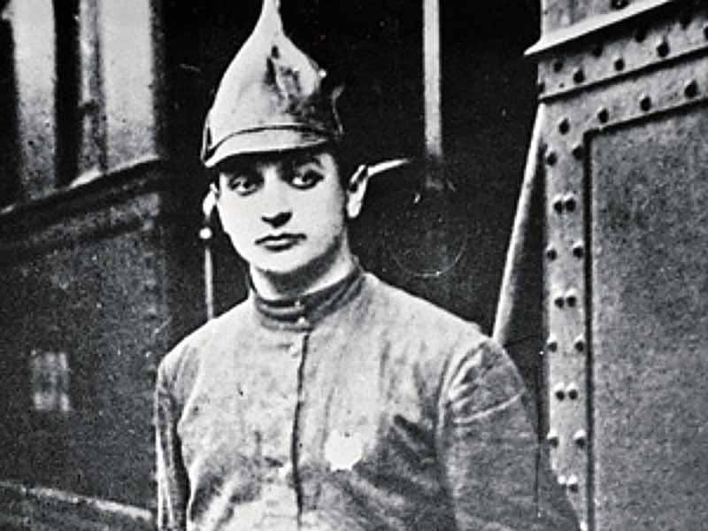 Самый молодой маршал СССР  Тухачевский родился в 1893 году в семье дворянина в Смоленской области.