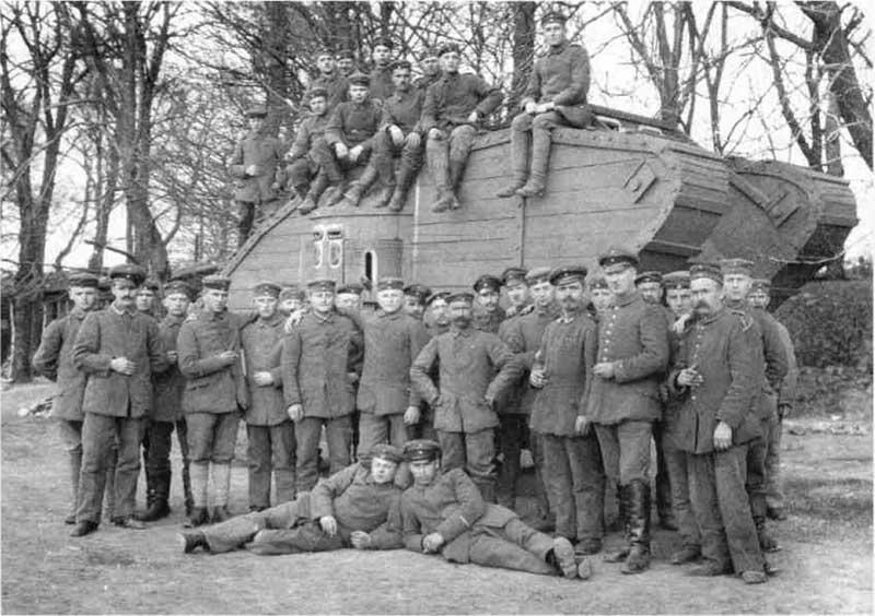 Когда англичане и американцы высадились в Нормандии, они решили тоже использовать такую тактику в целях ввести противника в заблуждение