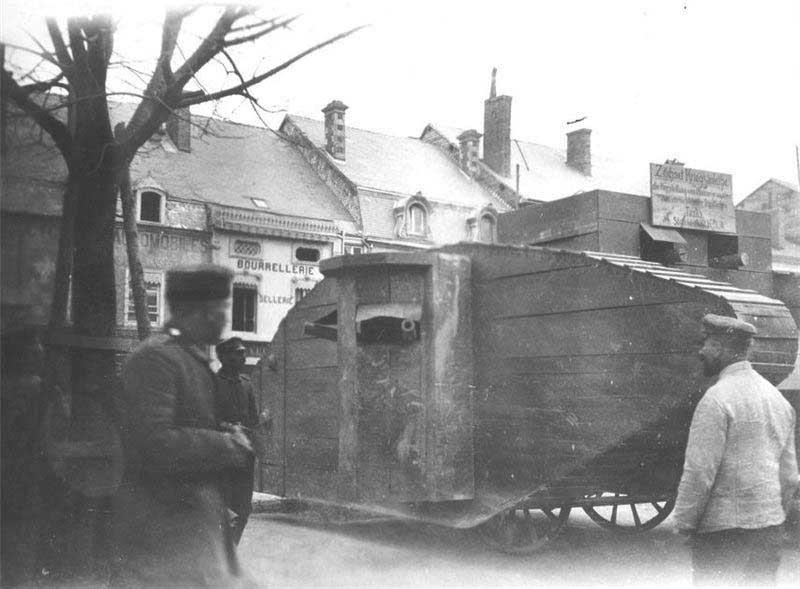 годы ВОВ и вовсе использовали фанерные и надувные танки.