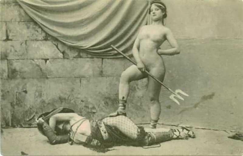 Женщин-гладиаторов именовали амазонками.