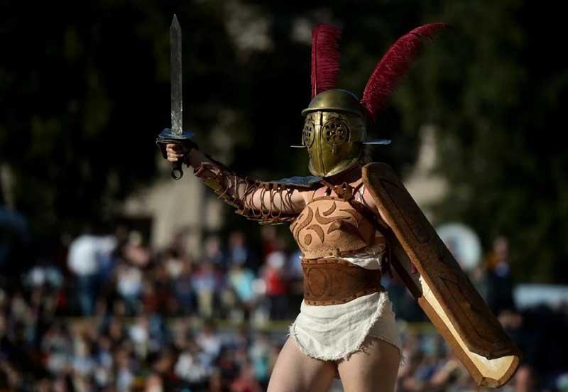 бои между представительницами прекрасного пола проводились в Древнем Риме.