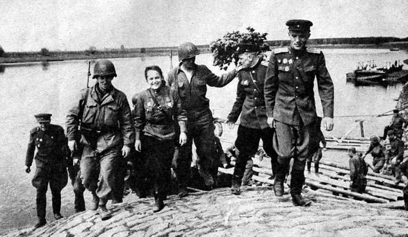 Празднование Дня Победы, разумеется, не обошлось без советско-американского умопомрачительного банкета