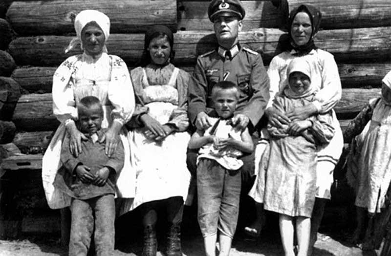 Как обращались с детьми и матерями в других странах?
