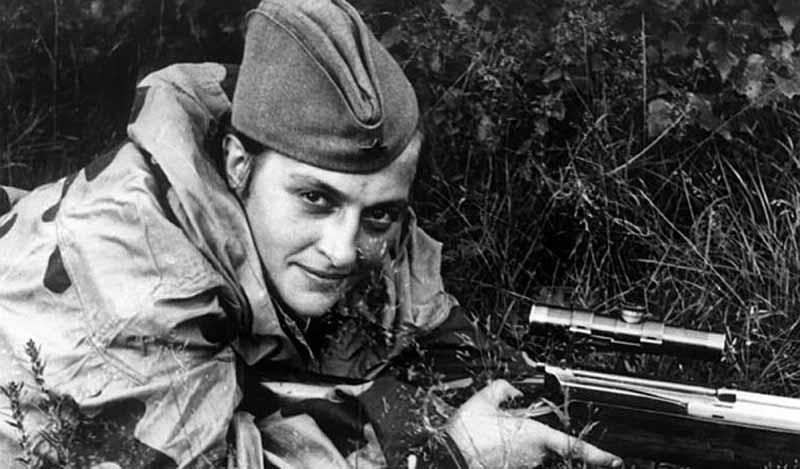 Людмила Павличенко — снайпер