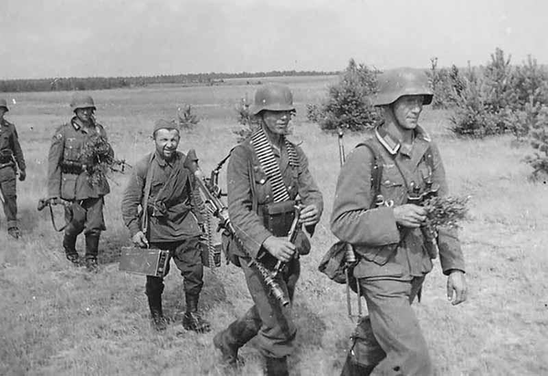 На службу к немцам хиви