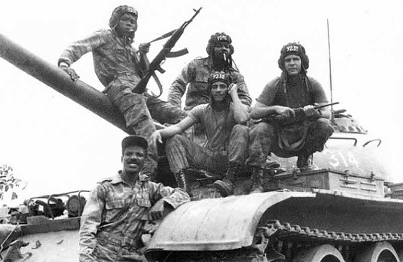 В 1970-хгодах СССР наладил хорошие отношения с несколькимиафриканскими государствами, оказывал им активную поддержку, чтобы закрепить коммунистическое движение начужом континенте. П