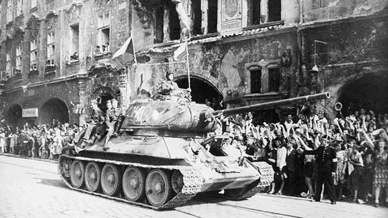 ВМВ началась раньше ВОВ, а именно в сентябре 1939 года, когда немцы напали на Польшу.