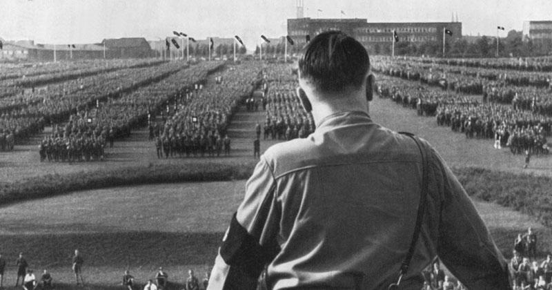 Известно, что Адольф Гитлер считал Соединенные Штаты страной помешанных на деньгах капиталистов.