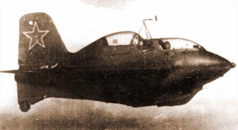 Самолет марки Ме.163 Комета имел жидкостный реактивный ракетный двигатель, который обладал тягой 1,7 т.